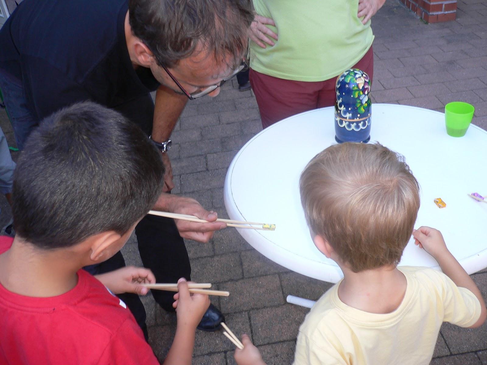 partyspiel-Essst-bchen-Wettrennen-fuer-kindergeburtstag