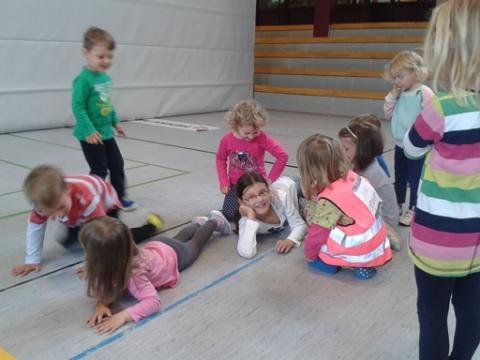 partyspiel-Schlafende-L-wen-fuer-kindergeburtstag