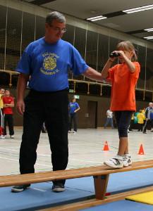 partyspiel-spielfest-balancieren-fuer-kindergeburtstag