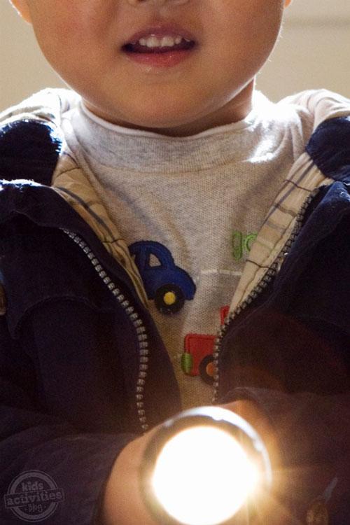spass kinder basteln ideen kindergeburtstag taschenlampe